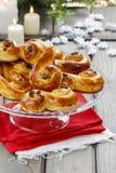 Os bolos suecos tradicionais no bolo estão no ajuste do Natal Fotos de Stock