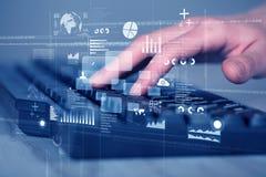 Os botões do teclado pressionaram à mão com elevação - ícones da tecnologia Fotografia de Stock