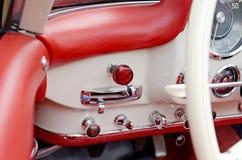 Os botões e as alavancas no carro do vintage do painel Imagem de Stock Royalty Free