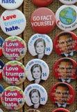 Os botões para a resistência estão em Washington Square no Lower Manhattan Imagem de Stock