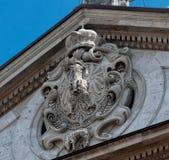 Os braços reais de Sigismund III na igreja de St Peter e de Paul em Krakow imagens de stock