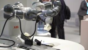 Os braços robóticos flexíveis industriais compactos ABB fazem o artigo plástico