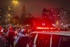 Os brasileiros protestam contra as tarifas do transporte da elevação em público - São Paulo Imagens de Stock