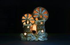 Os brinquedos de ano novo com velas imagem de stock royalty free