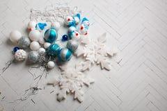 Os brinquedos de ano novo em um fundo branco Imagens de Stock Royalty Free