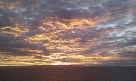 Os céus poderosos spreed a beleza do anjo fotografia de stock royalty free