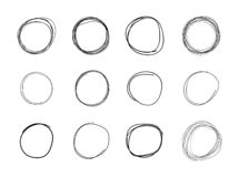 Os círculos do garrancho do vetor ajustaram-se, os desenhos a mão livre isolados no fundo branco fotos de stock
