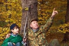 Os caçadores olham acima Fotos de Stock Royalty Free