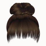 Os cabelos do bolo com marrom escuro da franja colorem o estilo da beleza da forma das mulheres Foto de Stock Royalty Free
