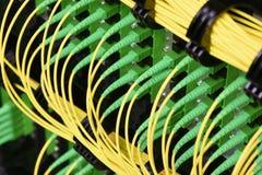 Os cabos óticos da fibra com conectores datilografam a SC-APC o único modo fotografia de stock