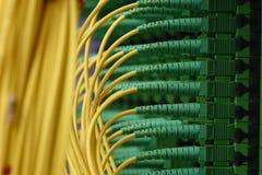 Os cabos óticos da fibra com conectores datilografam a SC-APC o único modo foto de stock royalty free