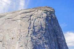 Os cabos acima da meia abóbada no parque nacional de Yosemite Imagens de Stock
