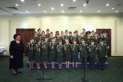 Os cadete da escola militar executam na conferência internacional Foto de Stock Royalty Free