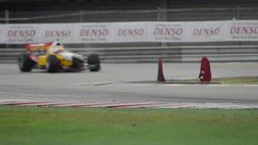 Os campeonatos grandes da fórmula A1 de Prix da aceleração molharam a raça vídeos de arquivo
