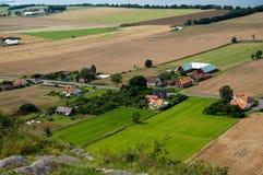 Paisagem rural com exploração agrícola imagem de stock royalty free