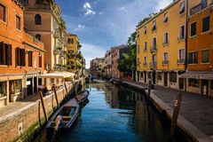 Os canais de Veneza, It?lia imagem de stock