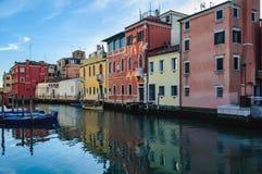 Os canais e a cidade velha em Chioggia, Itália Imagem de Stock Royalty Free