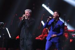 Os cantores Soso Pavliashvilli L e Stas Piekha R executam na fase durante concerto do aniversário do ano de Viktor Drobysh o 50th Fotos de Stock