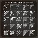 Os cantos e as beiras dos elementos do projeto do vintage ajustaram 4 ilustração royalty free