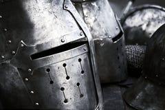 Os capacetes medievais de aço com olhos cortam a vista lateral Pequim, foto preto e branco de China imagens de stock royalty free