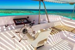 Os capitães constroem uma ponte sobre, yacht Imagens de Stock Royalty Free