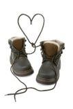 Os carregadores da criança dão forma a um coração com laços. Fotos de Stock