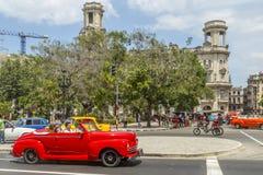 Os carros americanos do vintage aproximam o Central Park, Havana, Cuba #10 Imagem de Stock Royalty Free