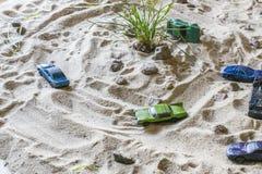 Os carros de competência na areia competem quem é mais rápido Fotografia de Stock