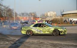 Os carros de esportes Garage-13 competem com CCM no exhibiti do carro do mundo imagens de stock