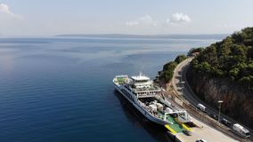 Os carros do ferryboat que entram vídeos de arquivo