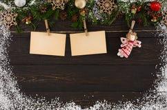 Os cartões da decoração para cumprimentos e anjo do Natal, ornamento e festão moldam o fundo Imagens de Stock Royalty Free