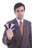 Os cartões de crédito holded por um homem de negócios Imagens de Stock