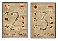 Os cartões de tarô no vermelho Dois e três dos copos Imagens de Stock Royalty Free