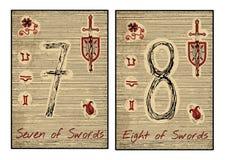 Os cartões de tarô no vermelho Sete e oito das espadas Fotografia de Stock