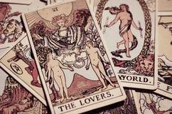 Os cartões de tarô - o cartão dos amantes e outros bons cartões de significado imagem de stock