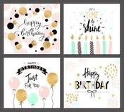 Os cartões do feliz aniversario e os moldes do convite do partido com rotulação text Ilustração do vetor Estilo tirado mão ilustração do vetor