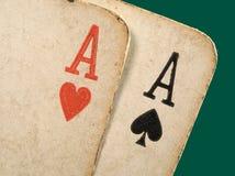 Os cartões velhos do póquer dos ás fecham-se acima. Foto de Stock