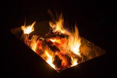 Os carvões ardentes fotografia de stock royalty free