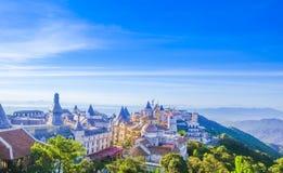 Os castelos são cobertos com a névoa em montes de Bana, Da Nang, Vietname Foto de Stock