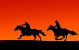 Os cavaleiro mostram em silhueta (os trajetos de grampeamento) Fotografia de Stock Royalty Free