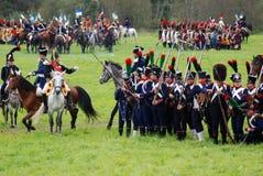 Os cavaleiros do cavalo em Borodino lutam o reenactment histórico em Rússia Fotografia de Stock Royalty Free