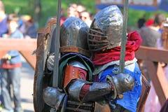 Os cavaleiros medievais na batalha Foto de Stock Royalty Free