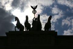 Os cavalos com a biga e a deusa são o símbolo do ci Fotografia de Stock