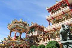 Os chineses bonitos shrine e o céu azul Foto de Stock Royalty Free