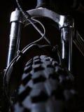 Os choques da bicicleta de montanha Imagens de Stock