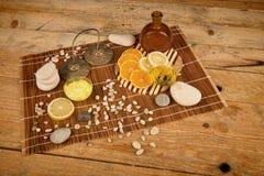 Os citrinos basearam a vida dos cosméticos ainda Imagem de Stock Royalty Free
