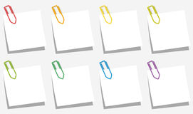 Os clipes de papel notam cores dos deslizamentos Foto de Stock Royalty Free