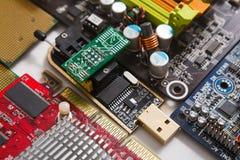 Os componentes do cartão-matriz do computador fecham-se acima Foto de Stock