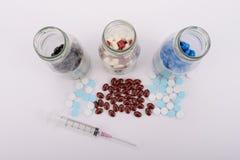 Os comprimidos da medicina para o tratamento Imagens de Stock Royalty Free