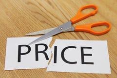 Os conceitos de scissor o corte - preço Foto de Stock Royalty Free